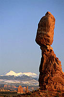 Balanced Rock. Arches National Park. Utah. USA