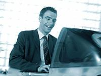 Mann Geschäftsmann Computer Mac