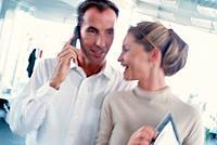 Geschäftsmann Telefon telefonieren Geschäftsfrau lachen