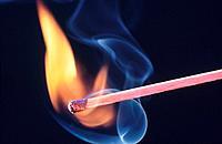Streichholz Zündholz anzünden Flamme