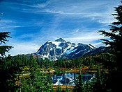 MOUNT SHUKSAN AND PICTURE LAKE, WASHINGTON, USA