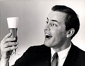 Close-up of a mid adult man holding a glass of beer