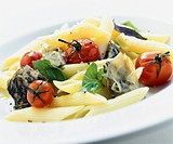 Penne with artichokes, tomatoes and basil
