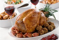 Turkey with raisin balls and bacon rolls (1)
