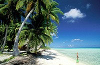 White sand beach and Lagoon in Rangiroa atoll. Tuamotu Islands. French Polynesia