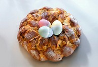 Bread Easter wreath, with three Easter eggs in the middle (2)