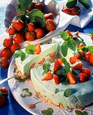 Woodruff cheesecake with strawberries