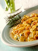Scrambled egg with shrimps and dill (1)