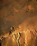 ´This mosaic of Viking Orbiter photos shows the boundary scarp between Mars´ ancient cratered highlands and the northern plains to the east of Mangall...