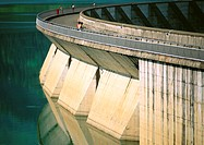 France, Savoie, Roseland Dam, people looking over edge at water