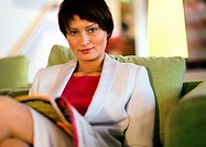 Businesswoman sitting looking at camera, portrait (thumbnail)
