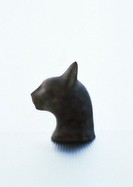 Cat head statuette, blurred