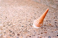 Ice cream on the floor (thumbnail)