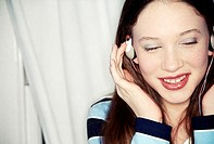 Teenage girl listening to music (thumbnail)