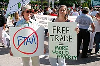 Demonstrators with banners. Free Trade Area of Americas (FTAA) Summit. Biscayne Boulevard. Miami. Florida. USA