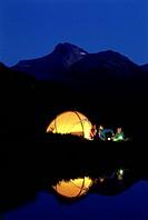 SG F, Freizeit/Hobby/Sport, Camping, Familie, beim Camping, USA, Utah, Wintas Mountains, Foto: James W. Kay Zelt Fluß Natur wild Campen Abenteuer nach...
