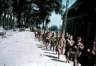 2.Weltkrieg - Belgien 1940, gefangene belgische Soldaten auf dem Marsch   kriegsgefangene hist westfeldzug krieg