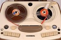 SG hist. Technik, Tonbandgeräte,  Tonbandgerät Uher Modell 195, HiFi Luxus  Tonbandkoffer, 1957, Studioaufnahme, Detail, Sammlung W.M.Weber  mit Druck...