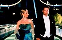 Film, ´Der grosse Bagarozy´, BRD 1999, Regie Bernd Eichinger, Szene mit Corinna Harfouch & Til Schweiger,  halbfigur, abendkleid, frack, gehend,