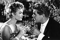 Film ´Kein Auskommen mit dem Einkommen´, BRD,  1957, Regie: Herbert B. Fredersdorf, Szene mit  Heinz Drache & Renate Holm, Porträt  ORIGINALAUSHANGBIL...