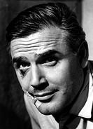 Fuchsberger, Joachim  * 11.3.1927, deut. Schauspieler, Aufnahme zum Film: ´Endstation Rote Laterne´,  verletzung am auge, pflaster, portrait,  mann ve...