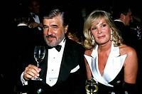 Adorf, Mario  * 8.9.1930, dt. Schauspieler, Portrait, Aufnahme auf dem Filmball 1993, zusammen mit seiner Frau  Monique am Tisch sitzend  ehefrau, alk...