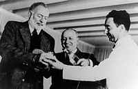 Ernest Hemingway, Giuseppe Cipriani and Ruggero Caumo at the Harry´s Bar in Venice