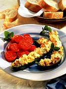 Courgettes with sheep´s cheese and tomato salad, baguette
