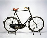 This bicycle is fitted with the 4-speed gear of the expanding chain wheel type patented by Linley and Biggs in 1894. Linley and Biggs´ original ´Whipp...