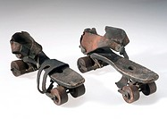 Roller skates designed to be strapped over the wearer´s own shoes. The first attempts to make roller skates appear to begin in the 18th century. By 18...