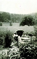 Harry and Moa Martinsson having a picnic