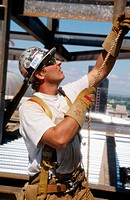 Ironworker, ´Tagman´. Esquire plaza building. Sacramento, California. USA.