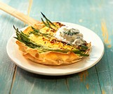 Asparagus tart with ramsons (wild garlic) quark