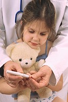 TREATING DIABETES IN A CHILD<BR>Models.<BR>Glucometer.