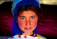 Smiling Iranian girl wearing a scarf (thumbnail)