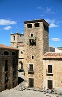 Palacio de los Golfines de Abajo (13th-15th c.) and Concathedral of Santa Maria in background. Cáceres. Spain