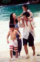 Parents with their son and daughter on the beach (thumbnail)