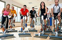 Spinning, training program for cardiovascular work and toning up in exercise bicycle. Real Club de Tenis de San Sebastián, Gipuzkoa, Euskadi.
