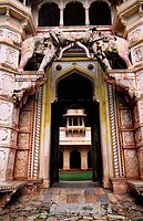 Main door (´Hathi Pole´) of Taragarh Fort, Bundi. Vindhya Range, Rajasthan, India
