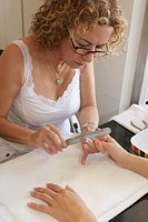 Femme Coiffure manicurist, Mizner Park. Boca Ratón, Florida. USA