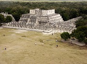 Temple of the Warriors and group of thousand columns, Mayan ruins of Chichen Itza. Yucatan, Mexico