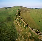 Hadrian´s Wall and Cawfields Milecastle, aerial photograph. This view looks west from Cawfield´s Milecastle, lower right. This part of Hadrian´s Wall ...