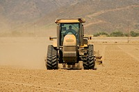 Front profile of a tractor in a field