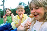 Young children holding lollipops (thumbnail)