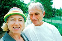 Portrait of mature couple smiling (thumbnail)