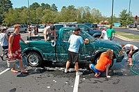 Teen church group has a donation car wash to help victims of Katrina Hurricane in Los Angeles Gulf Coast of USA