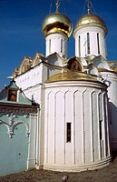 Holy Trinity cathedral (1422-1423) -right- and church of St. Nikon (1623) -left- , of the Holy Trinity-St. Sergius Lavra (monastery), Sergiyev Posad. ...