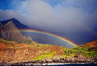 Hawaii, Kauai, NaPali Coast, rainbow over the coastline
