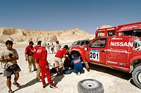Rally des Pharaons 2003. Stage 2 Baharija-Mut. Kenijro Shinozuka stops for reparation in the White Desert near Farafra oasis. Sahara. Western Desert. ...