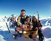 10439136, winter sports, sport, winter, sport, skiing, adjacent, apres ski, Corvatsch, dress, Graubünden, Grisons, group, laug